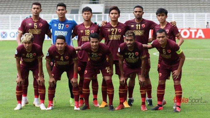 Skuat PSM Makassar siap bertandingan melawan Persija Jakarta di Stadion Kanjuruhan Malang, Senin (22/3/2021).