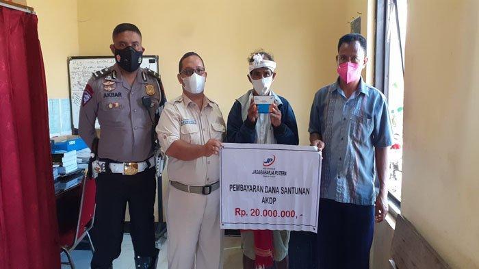 PT Jasa Raharja Putra Serahkan Santunan Korban Kecelakaan Lalulintas di Sumba Barat