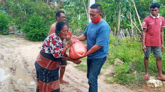 PT Teratai Waingapu Berbagi Kasih dengan Korban Terdampak Seroja