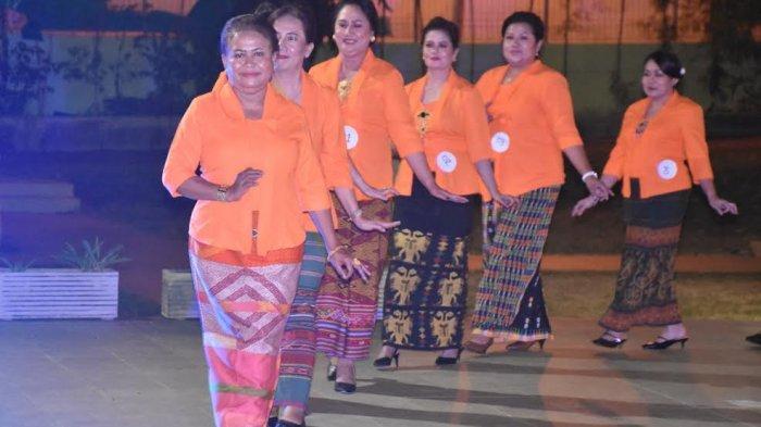 Peringati Hari Kartini, 32 Istri Pimpinan Perangkat Daerah Kota Kupang Ikut Fashion Show