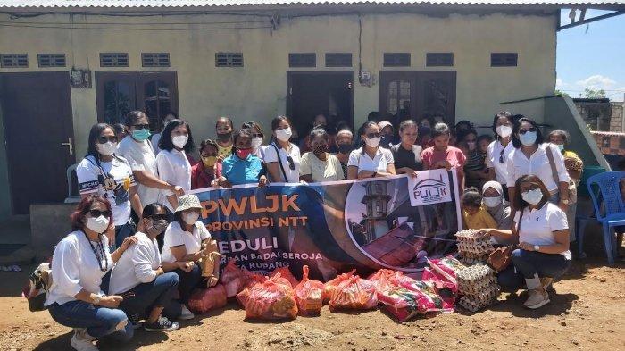 PWLJK NTT Berbagi Kasih untuk Perempuan Terdampak Bencana Seroja, Minggu 25 April 2021 siang.