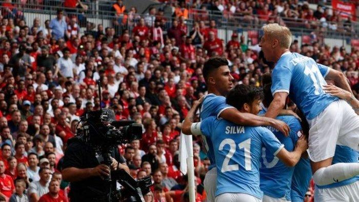 Raheem Sterling dikerumuni para pemain Manchester City seusai mencetak gol pada pertandingan Liverpool vs Man City dalam Community Shield 2019 di Stadion Wembley, 4 Agustus 2019.
