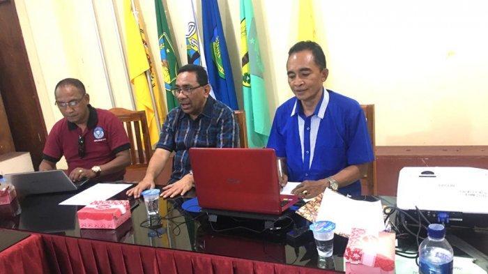 Suasana rapat Asprov PSSI NTT dipimpin Exco PSSI NTT, Ir. Moh Ansor dan Sekum PSSI NTT, Drs. Lambertus Ara Tukan, MM, Sabtu 18/1/2019 (Pos Kupang.com/Ferry Ndoen