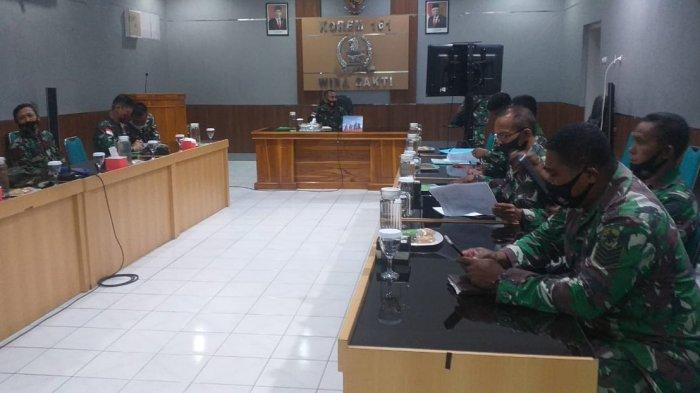Rapat evaluasi pelaksanaan progjagar bidang logistik Korem 161/Wira Sakti, Kamis (26/11).