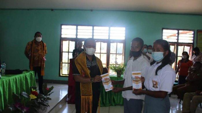 Wakil Bupati Ngada, Raymundus Bena Resmikan SMK Negeri I Wolomeze