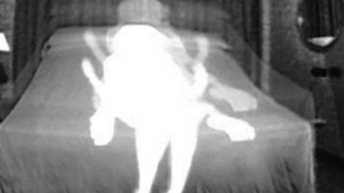 Pasang CCTV untuk Lihat Makluk Halus, Pria Ini Kaget Luar  Lihat Sosok Bersama Istrinya di Kamar