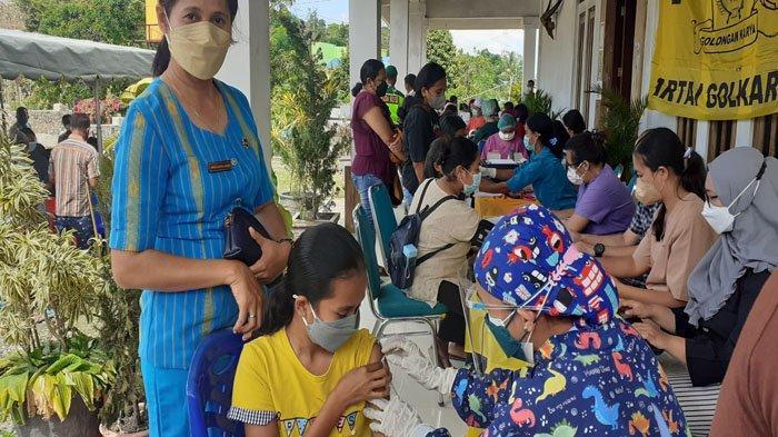 Ribuan Warga Ikut Vaksin Dosis II Di DPD II Golkar Kabupaten Sumba Barat