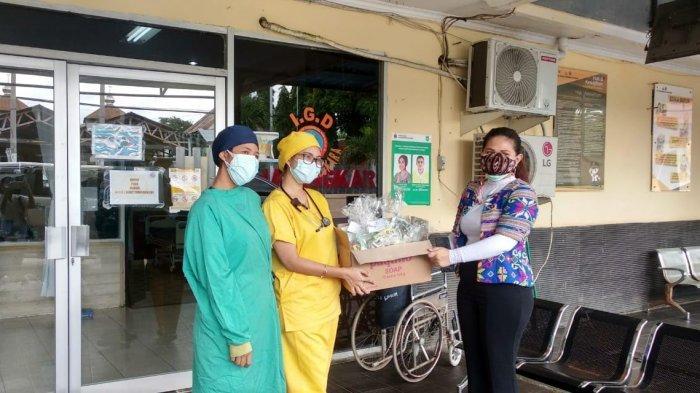 Tiga Rumah Sakit di Kota Kupang Dapat Bingkisan Kasih dari IWAPI NTT