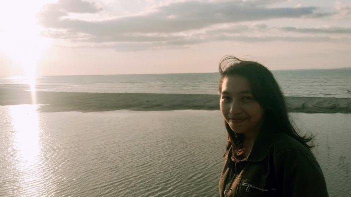 TRIBUN WIKKI : Menikmati Sunset dari Tebing Putih Pantai Panmuti Noelbaki Kupang