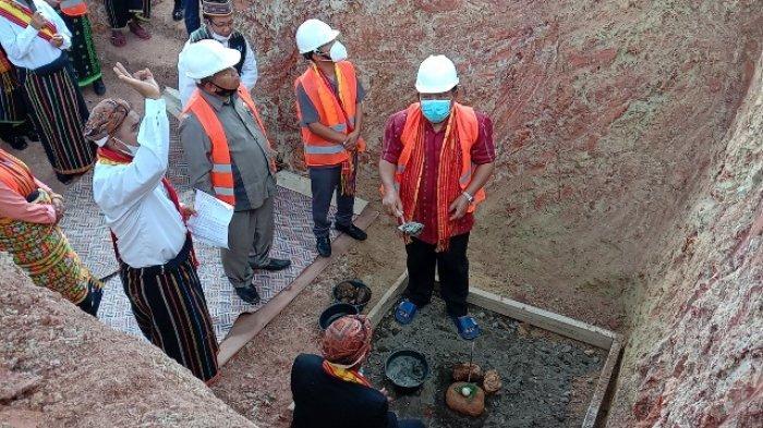 Bupati Agas Letakan Batu Pertama Pembangunan RS Pratama & Resmikan Puskesmas Afirmasi Watunggong