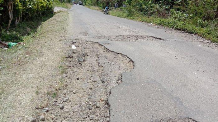 Ruas Jalan Ruteng-Golo Cala Rusak