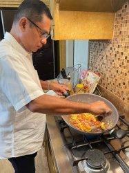 Mantan Menperin Saleh Husin Enjoy Meramu Masakan