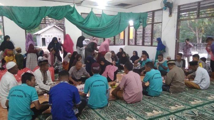 Ramadan 2021, Salimah di Kabupaten Ende Turun ke Jalan Bagi - bagi Takjil