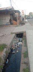 Sampah Penuhi Selokan Jalan El Tari Waingapu