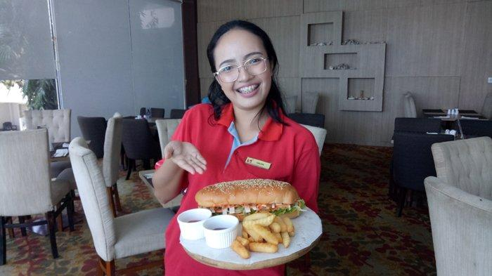 TRIBUN WIKI: Lezatnya Sandwich Jumbo Se'i Di BaReLo Swiss Belinn Kristal Hotel