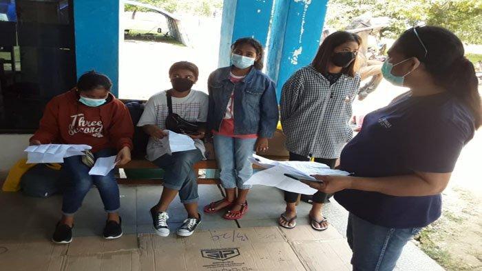 Satgas Covid-19 Sumba Barat Daya Antar 4 PMI Ke Hotel Sinar Tambolaka Jalani Isolasi Terpusat