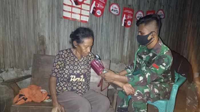 Satgas Pamtas Yonif RK 744/SYB Beri Pelayanan Kesehatan Bagi Masyarakat Kurang Mampu