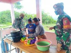 Satgas Yonarmed 3/105 Tarik Berikan Penyuluhan Pembuatan Jamu di Perbatasan TTU