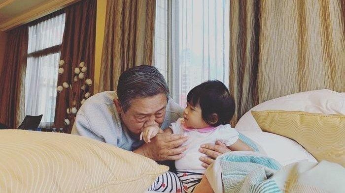 Unggah Foto SBY Cium Tangan Cucu dengan Wajah Sendu, Aliya Rajasa Ungkap Pesan Ani Yudhoyono