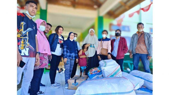 Bantuan SDI Wairklau Maumere bagi korban bencana banjir di Adonara