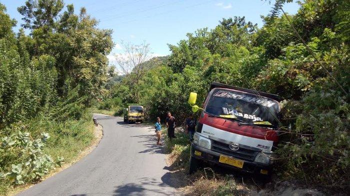 Dump Truck Bermuatan Kerikil Terperosok di Tanjakan Malalado Nagekeo