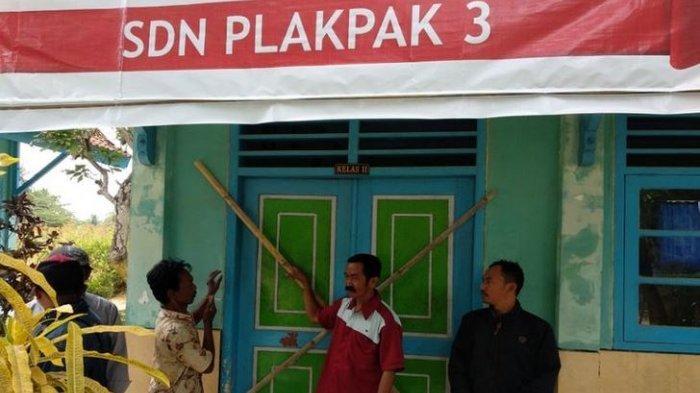 46 Sekolah di Jawa Timur Disegel Warga Gara-gara Janji Jadi PNS Tak Kunjung Dipenuhi