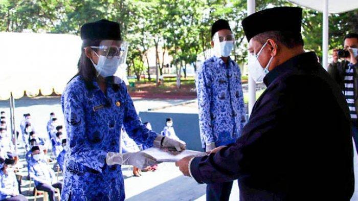 Sekda Kota Kupang Serahkan 231 SK CPNS