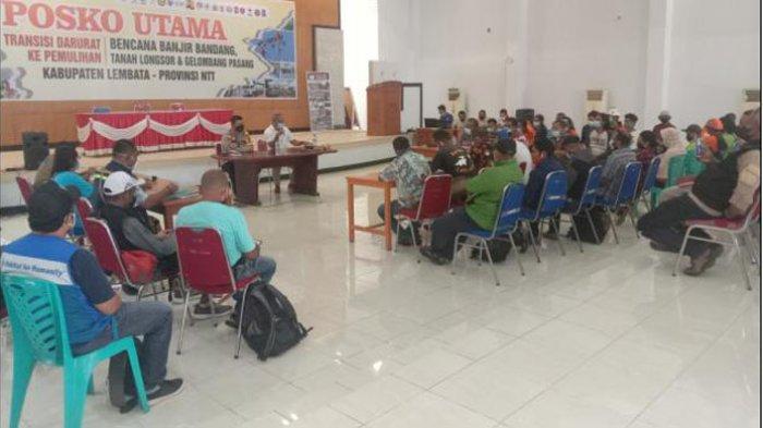 Rapat koordinasi bersama para relawan di Posko Utama Kantor Bupati Lembata, Sabtu (24/4/2021).