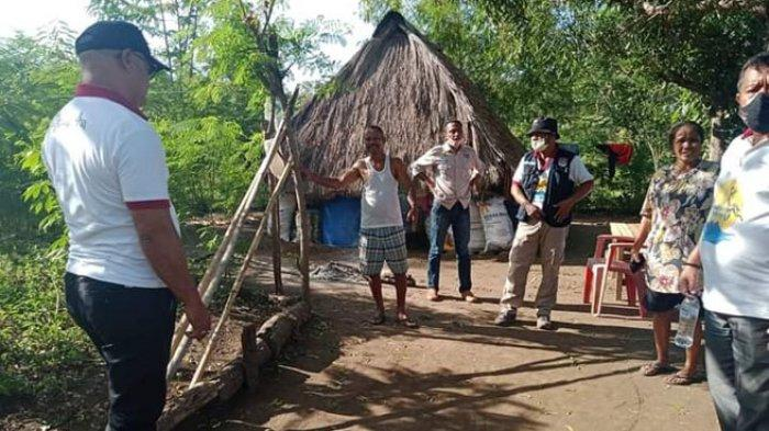 Sekda Lembata Temui Pengungsian Mandiri di Kebun Pastikan Pelayanan Merata