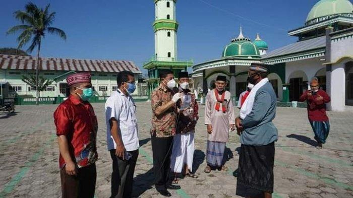 Serahkan Sapi Kurban Idul Adha, Sekda Matim :Tokoh Agama Tingkatkan Kesadaran Bersama Cegah Covid