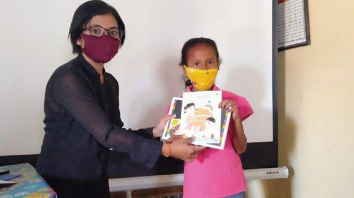 Selama Pandemi Covid-19 WVI Ende Bagikan 2.000 Buku untuk Anak-anak