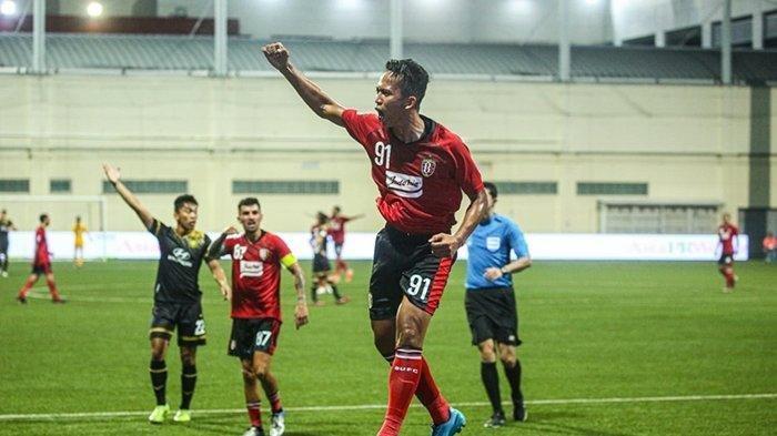 ilustrasi - Selebrasi penyerang Bali United M Rahmat setelah cetak gol ketiga ke gawang Tampines Rovers.