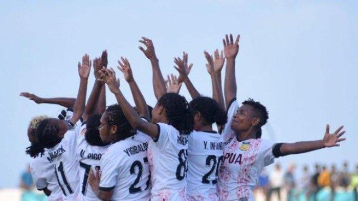 Info Sport : Liza Madjar Antar Papua Sabet Emas Sepak Bola Putri PON XX Usai Taklukkan Jawa Barat