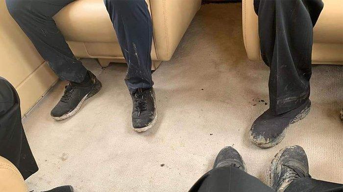 Foto Viral Kondisi Sepatu Presiden Jokowi Sebelum dan Sesudah Kunjungi Lokasi Kebakaran Hutan Riau