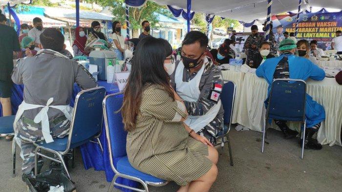 Serbuan Vaksin Masyarakat Maritim Lantamal VII  Sasar Pelabuhan Penyeberangan Bolok Kupang