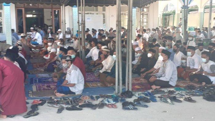 Sholat Idul Fitri di Mesjid Agung Alfalah Waitabula, SBD Berjalan Lancar,Umat Bermaaf-Maafan
