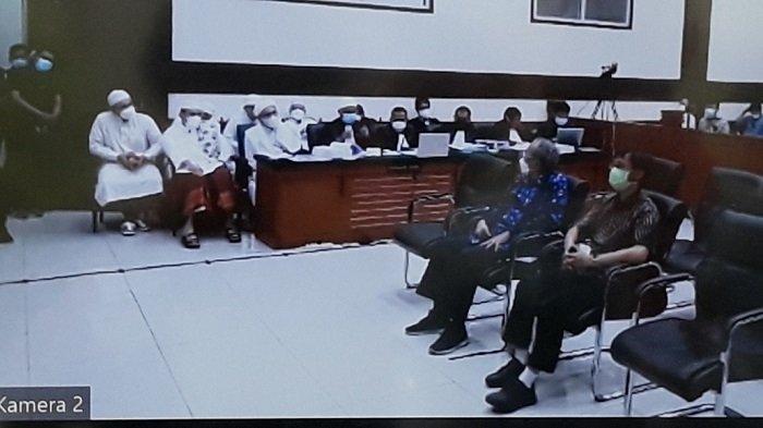 Tayangan sidang kasus kerumunan warga di Petamburan dan Megamendung beragenda pemeriksaan saksi ahli dari JPU dalam kasus dugaan tindak pidana karantina kesehatan Rizieq Shihab di Pengadilan Negeri Jakarta Timur, Kamis 29 April 2021.