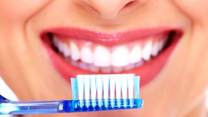 Wah! 6 Kebiasaan Ini Ternyata Bisa Merusak Gigi Putihmu!