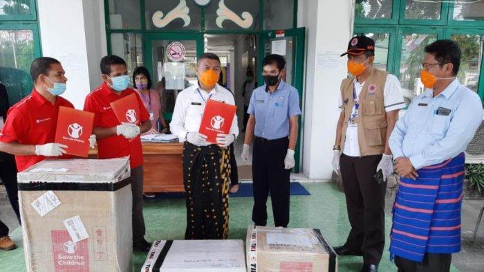 Save the Children Serahkan Bantuan APD pada Gugus Tugas Covid-19 NTT