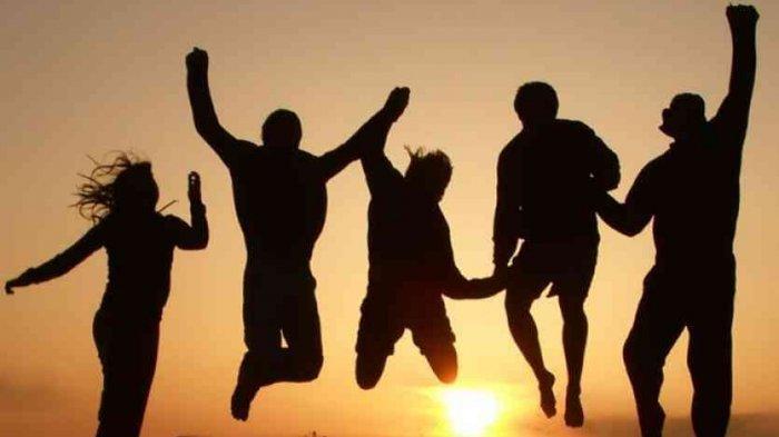Persahabatan Sejati Saling Menyimpan Foto 'Aib', Keren Kan?