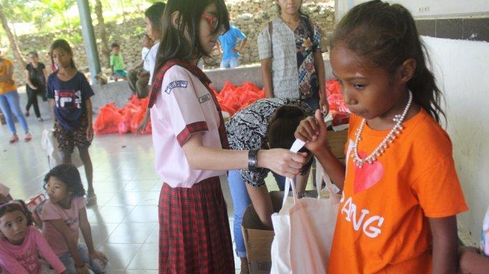 Mengharukan! Siswa SD NCIPS Kupang Berbagi Kasih Dengan Warga Baru Oebelo di Hari Valentine