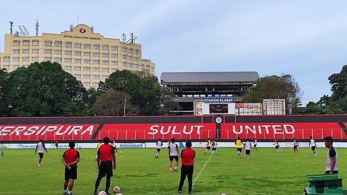 Skuad Sulut United berlatih di Stadion Klabat Manado, belum lama ini.