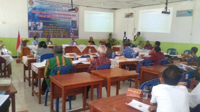 Nampak suasana seminar hasil penelitian dan penulisan buku di balik berdirinya SMA Efata Soe di aula SMA Efata Soe