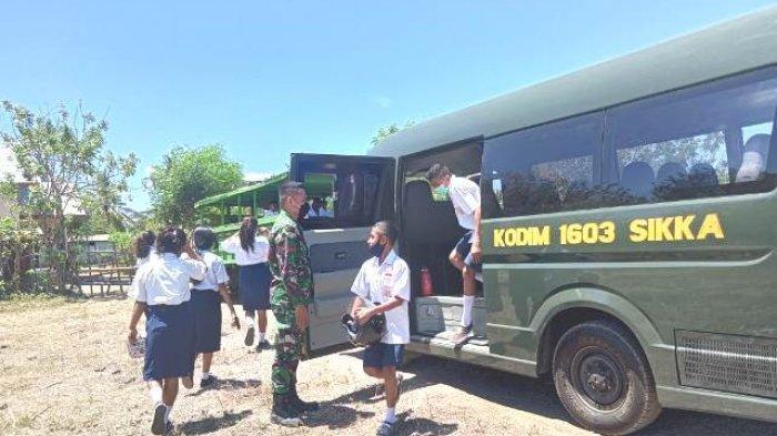 Peduli dan Prihatin, Kodim 1603/Sikka antar Siswa SMP di Mapitara Kembali ke Kampung