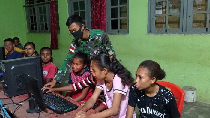 Siswa SMP Sandaniel Oepoli Dapat Ilmu Teknologi Komputer Gratis dari Satgas Yonarmed 3/105 Tarik