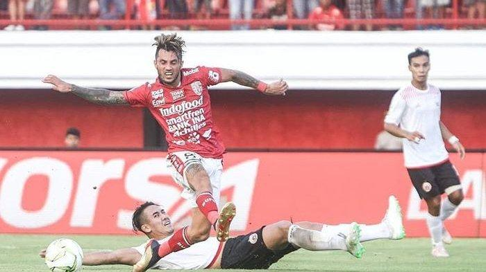 Aksi Stefano Lilipaly saat membela Bali United melawan Persija Jakarta pada babak delapan besar Piala Indonesia 2018 di Stadion Kapten I Wayan Dipta, Bali, Jumat (26/4/2019).