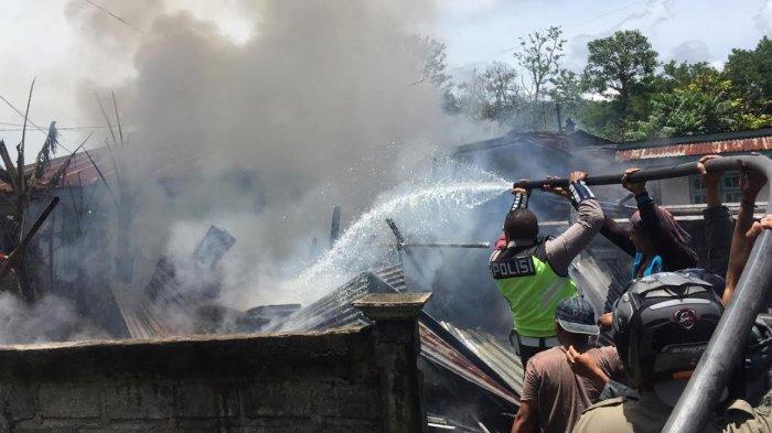 Gudang dan Satu Unit Dum Truck Milik Warga Bajawa Ludes Terbakar