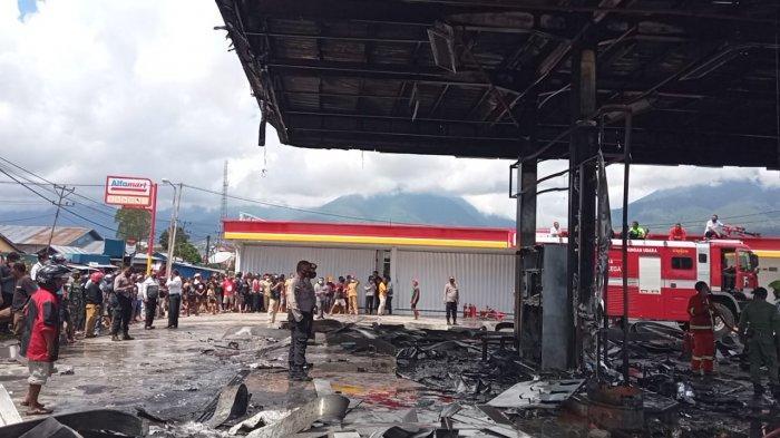 Suasana di TKP SPBU Mena yang Terbakar di Ruteng Kabupaten Manggarai, Senin 10 Mei 2021