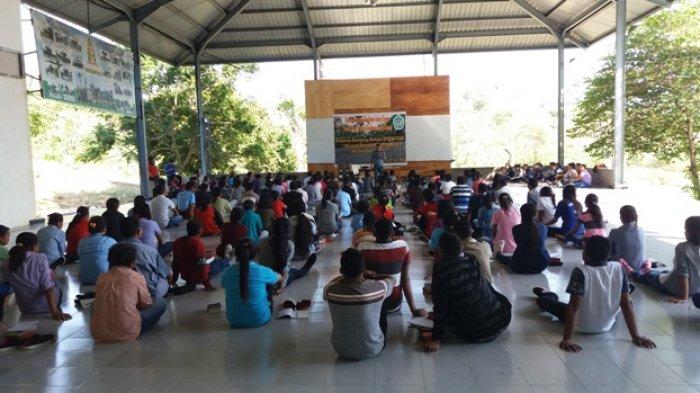 Mahasiswa Sekolah Tinggi Pastoral KAK Ikuti Kamping Rohani Di Taman Ziarah Yesus Maria Oebelo.