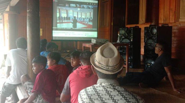 Nonton Live Streaming, Keluarga Teriak Wuanya dan Angalai